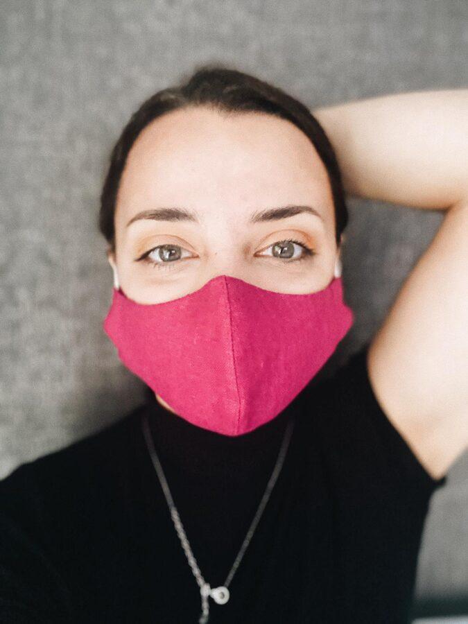 """2 kārtu lina maska ar """"deguna turētāju""""  un kabatu, filtra ievietošanai,  fuksijas krāsā."""
