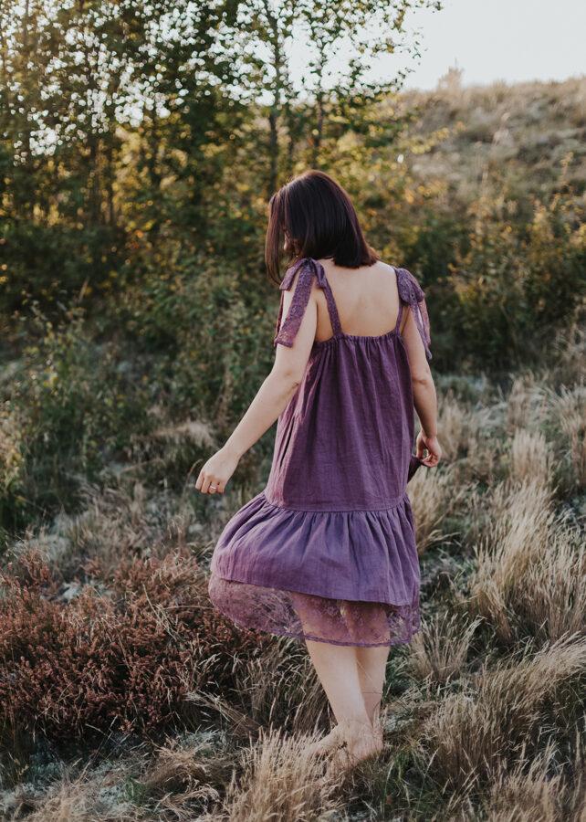Lina kleita ar mežģīnēm - plūme