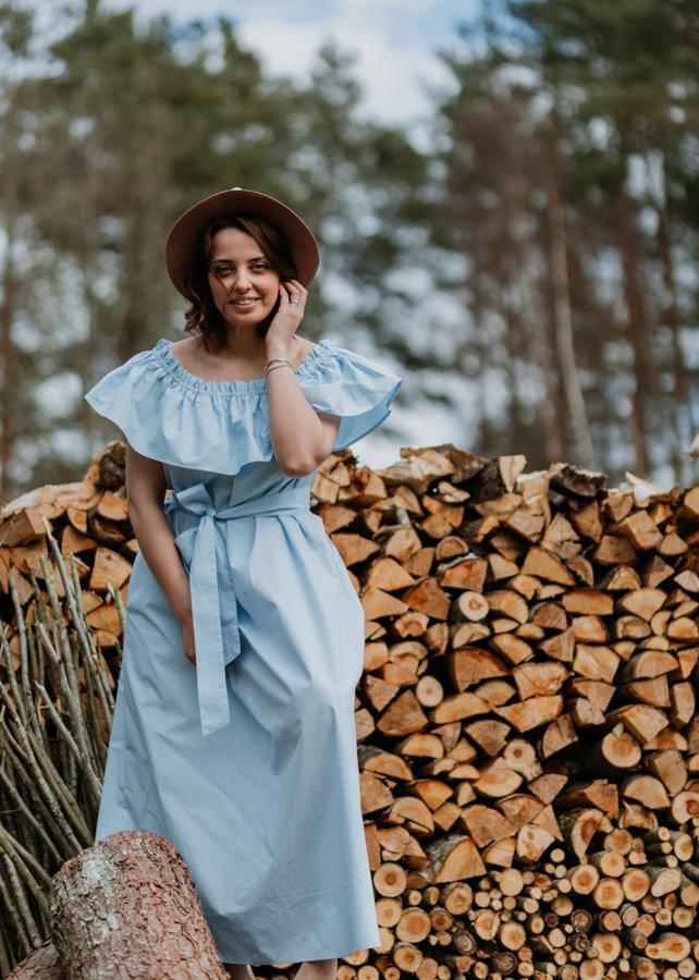 Kokvilnas kleita – gaiši zila, ar smalku rakstu