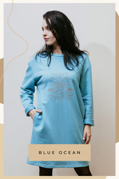 Cotton knitted dress - light blue / with pockets