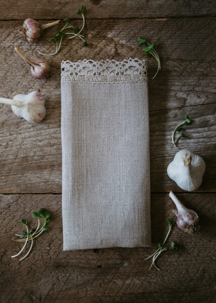 Linen towel with lace